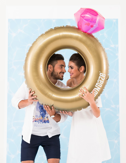 Gold Engagement Ring Wedding Ring Pool Float | Confetti.co.uk