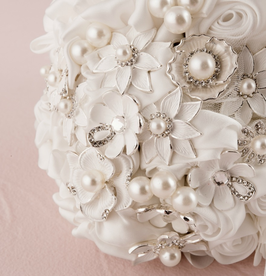 Brooch bridal bouquets | Confetti.co.uk