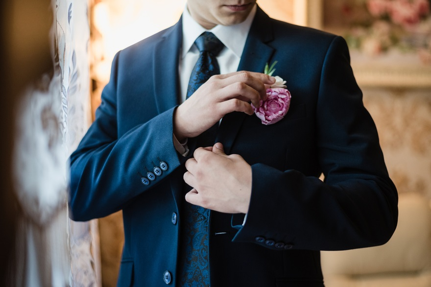 Groom with floral buttonhole | Confetti.co.uk