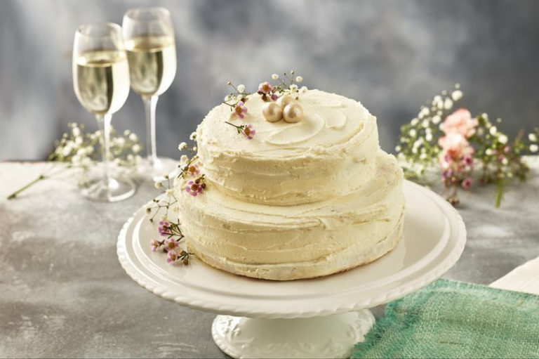 Iceland Lemon and Elderflower Royal Wedding Cake | confetti.co.uk