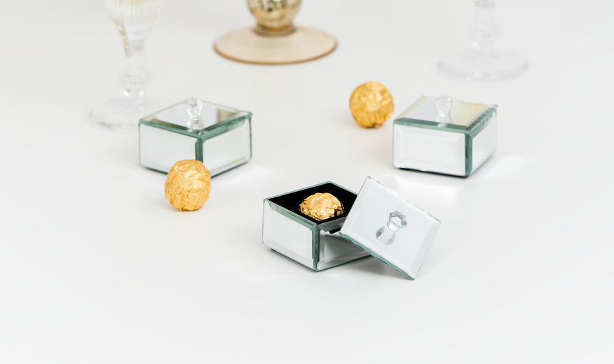 Small Mirrored Keepsake Box with Lid - Mirror Favour Box - Glamorous Wedding Ideas | Confetti.co.uk