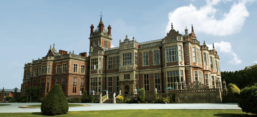 Beautiful Wedding Venues in Cheshire - Crewe Hall Jacobean Mansion Wedding Venue | Confetti.co.uk