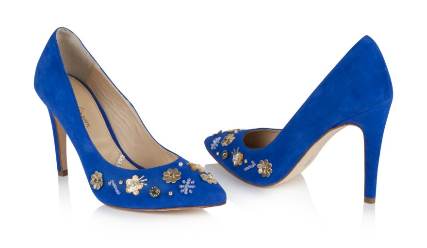 Blue wedding shoes with gold detail | Confetti.co.uk