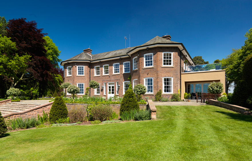 Get Married at Gary Barlow's Old Country House - Delamere Manor House and Steps | Confetti.co.uk