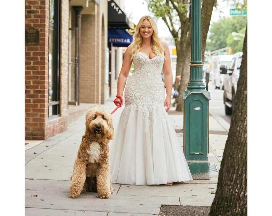 Bride in fit and flare justin Alexander wedding dress