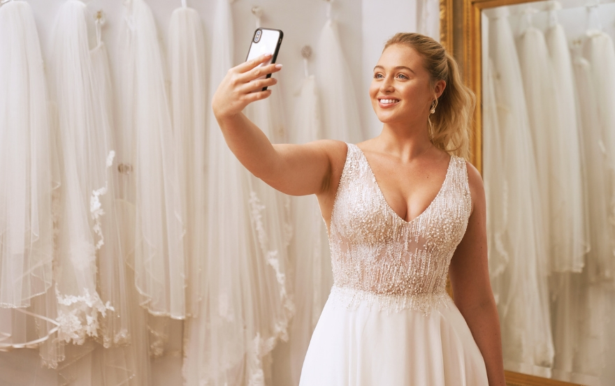 Bride in lace top Justin Alexander wedding dress