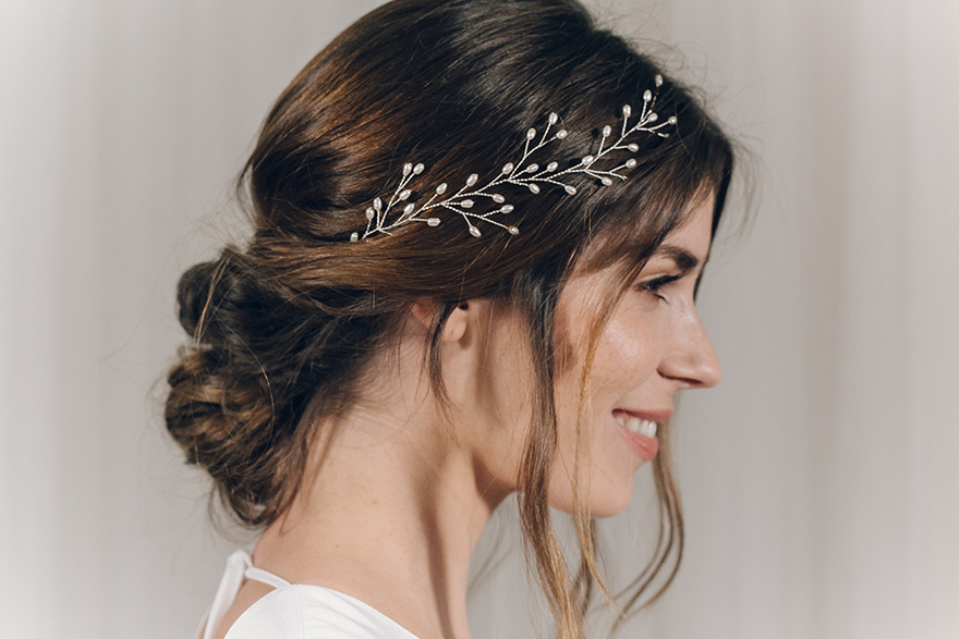 laid-back-wedding-hair-ideas-with-accessory