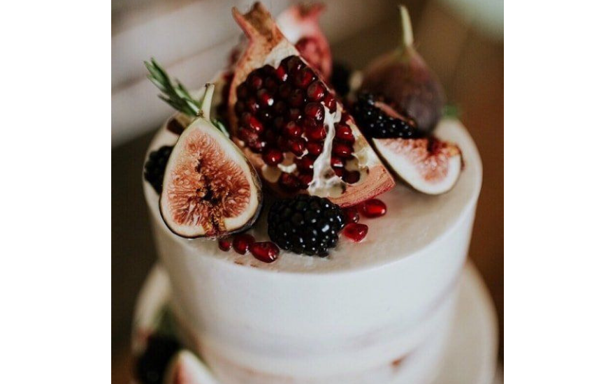 white-wedding-cake-with-pomegranate