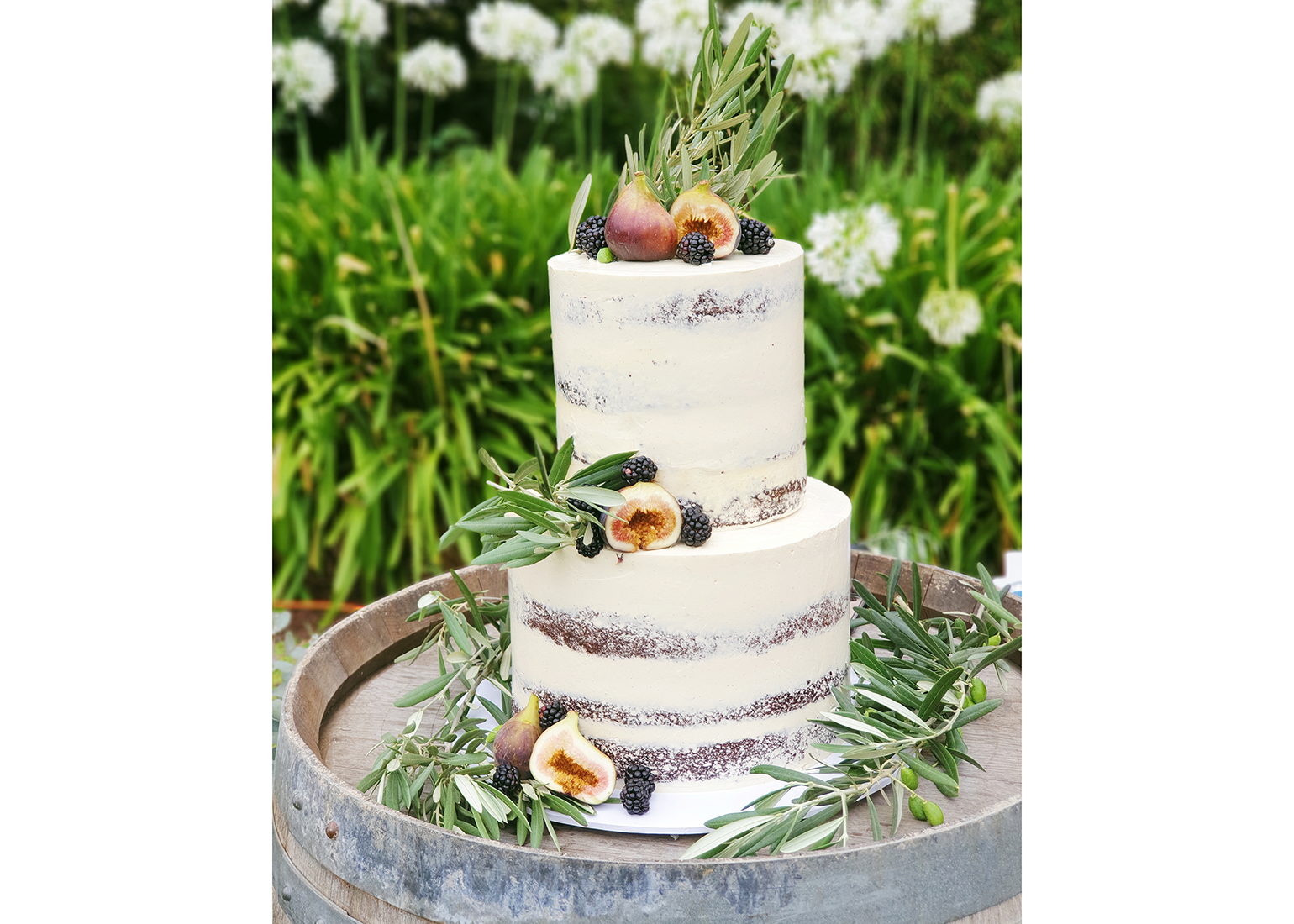 naked-white-fig-wedding-cake