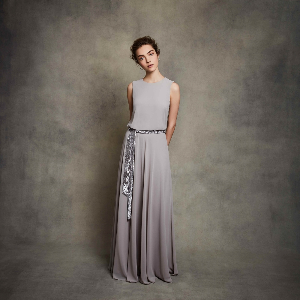 grey-bridesmaid-dress-for-winter-weddings