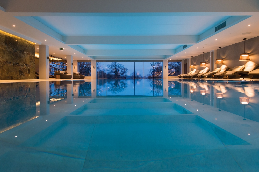 uk-spa-infinity-pool