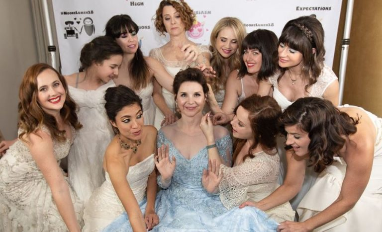 Bride invited guests to wear wedding dresses